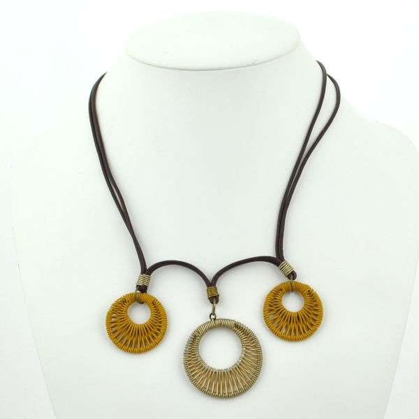 """Halskette """"Three Wrapped Double Circle Wire Pendants on Leather"""""""